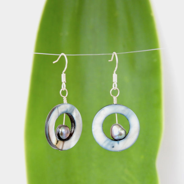 Mother of Pearl Circle Eco Earrings with Black Freshwater Pearl