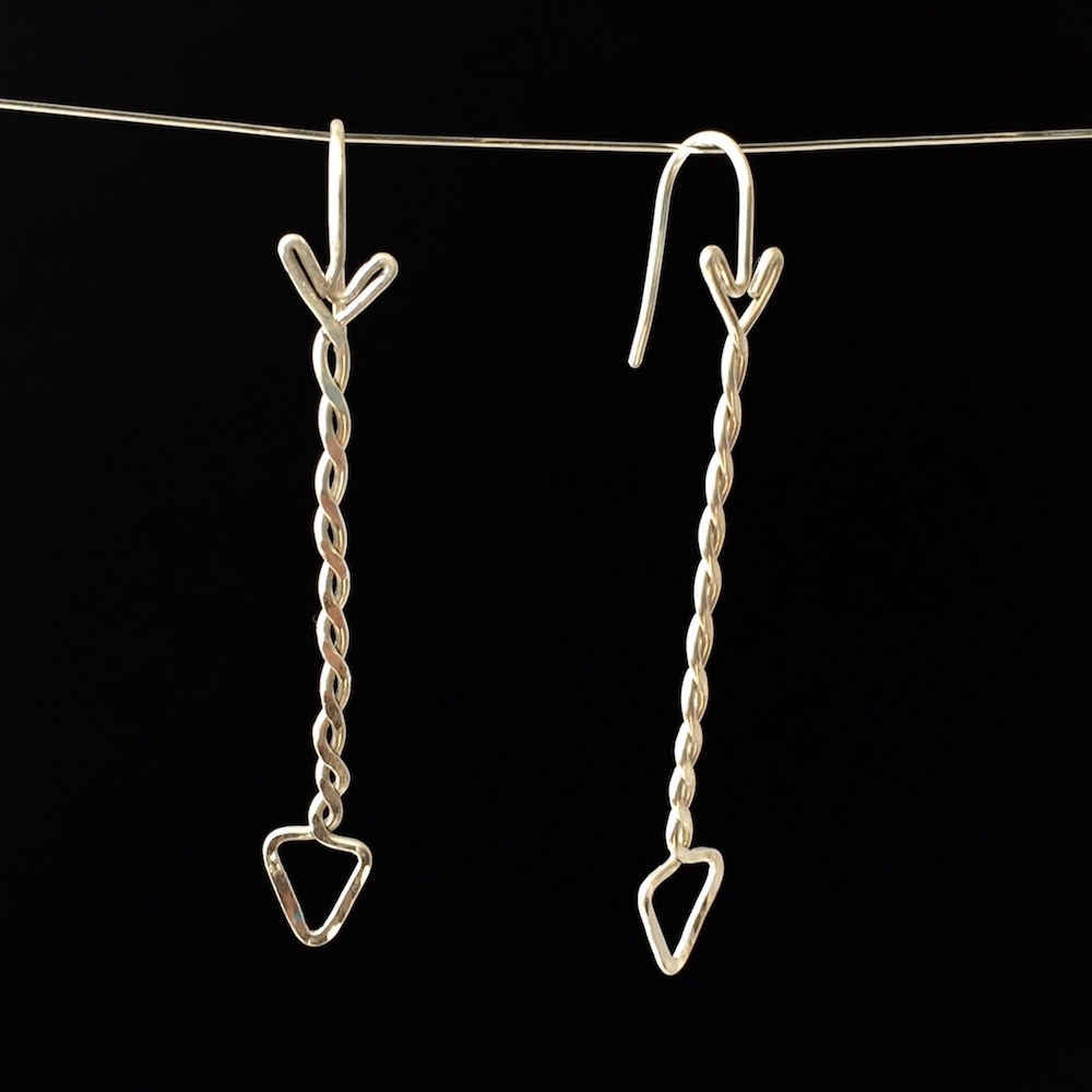 Earrings_StSilTADE_BlackHang