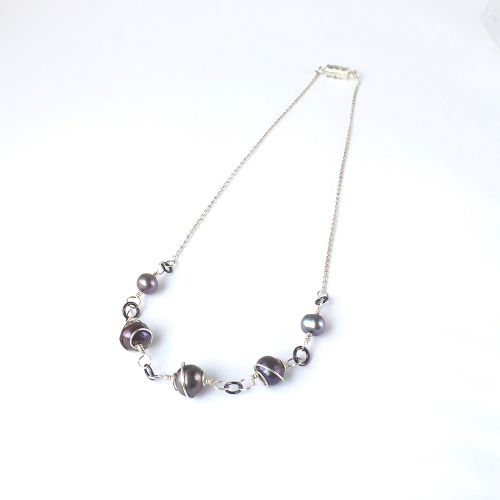 Necklace_SilverSpiralWrappedBlackPearl_Top