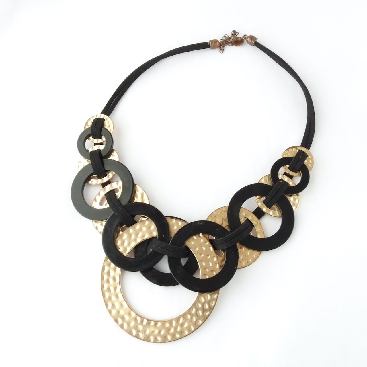 Black and gold circle necklace_front